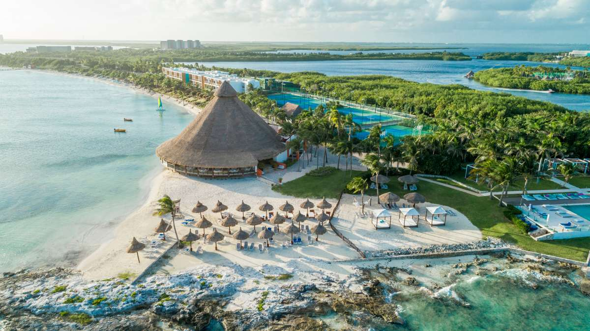 New York (JFK) - Cancun, Mexico (CUN) // $208 USD Round-Trip, 1 Layover Flight! This Is Your Chance To Visit Cancun 🏝🇲🇽