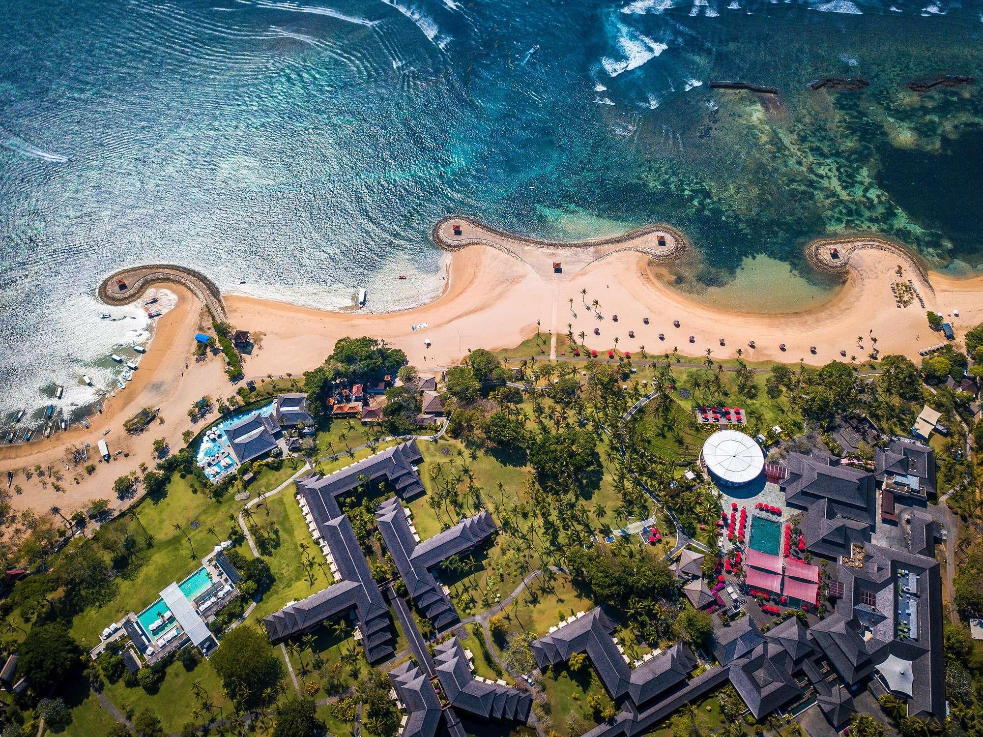 Тысячи вулканических островов с тропическими пляжами, тигры, орангутанги и другие экзотические животные