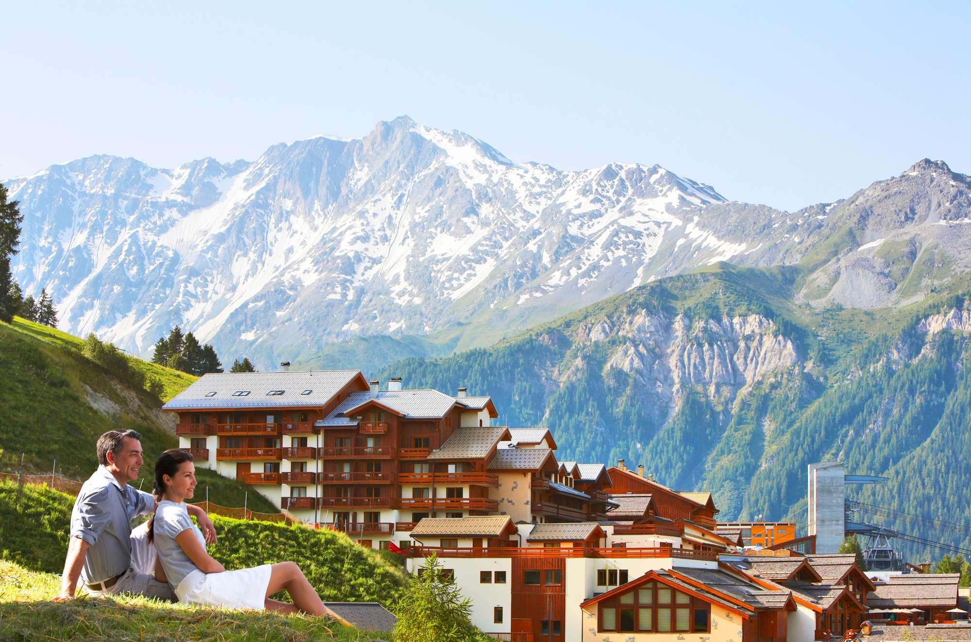 Отдых среди сосен, у подножия лыжных спусков - сезон ЛЕТО.